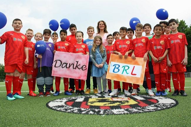 BRL   fördert   Kinderfußball:   Neue   Trikotsätze   für   die   E-Jugend-Kicker
